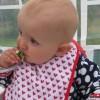 En bebis som får riktig mat, ingen välling el gröt!