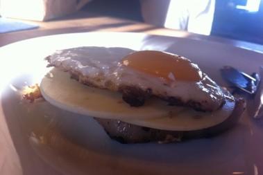 Kliché LCHFfrukost – kotlett och ägg