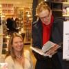 En kändis köpte oxå en signerad bok