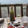 Lite lokala ostar o vin, känns LCHF