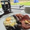 Äkta sydafrikansk frukost med DEN korven