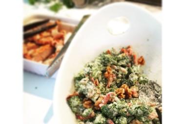 Rå lchf broccolisallad