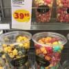 Kontraster på mellanmål i samma butik