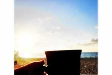 Kaffe, beach & soluppgång