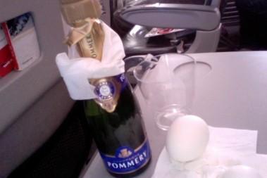 Ägg o champagne på 7000m höjd!