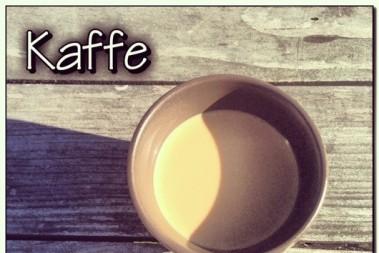 Morgonkaffestund i solen