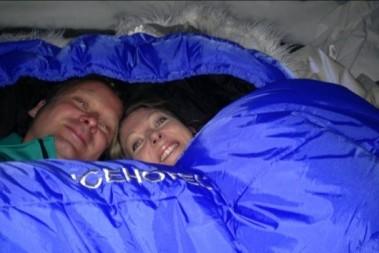 Sova på isbädd: ishotellet Jukkasjärvi