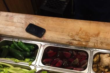 Beställer grönsaks-raw juice