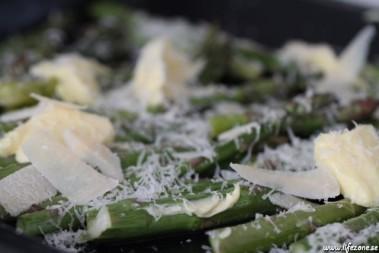 Sparris i ugn med parmesan och smör