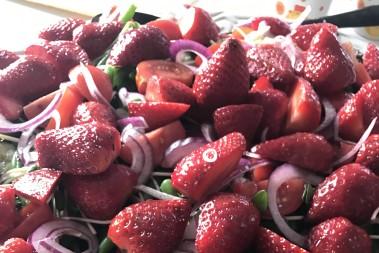 En annorlunda fantastisk sallad m jordgubbar